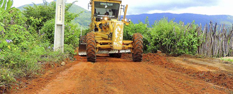 Após quadra invernosa, estradas de Ararendá começam a ser recuperadas